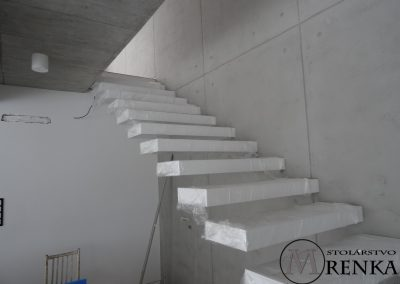 Samonosné drevené schody